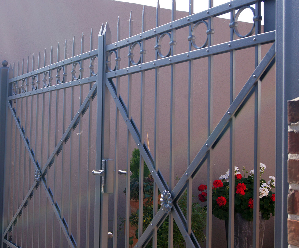 Cancello in ferro verniciato smalto micaceo Alberto Grispan Pitture Edili Manzano